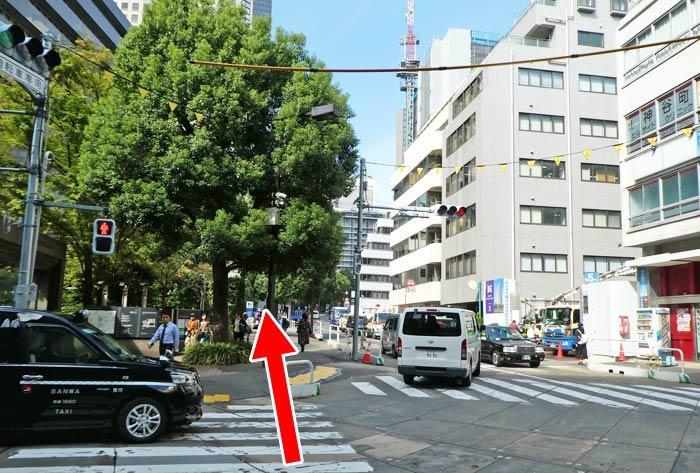地下鉄・神谷町駅前の横断歩道