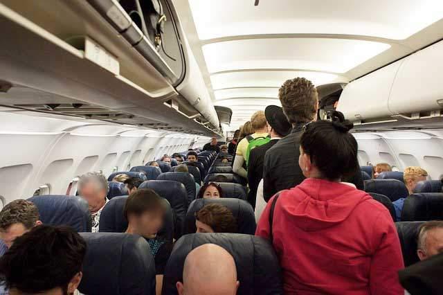 ハワイ行き飛行機エコノミークラス