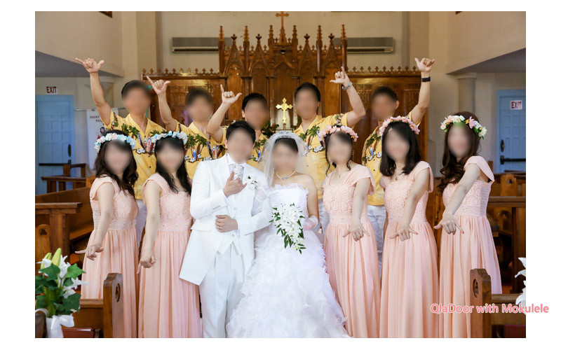 ハワイ結婚式での男性と女性の友人