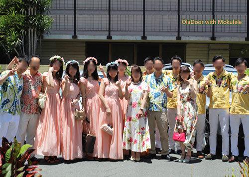 ハワイでの挙式でゲストの服装