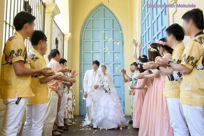 7d4a2f77a71b1 ハワイ結婚式の服装|男性&女性の参列者・ゲストに合うズボンや ...