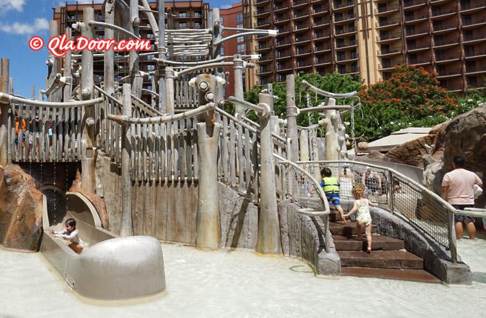 アウラニディズニーの子供用プール・メネフネブリッジ