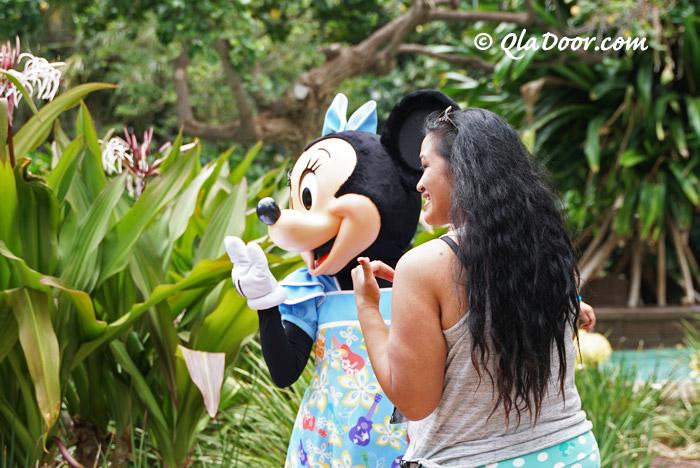 アウラニディズニーリゾートでミニーちゃんと記念写真