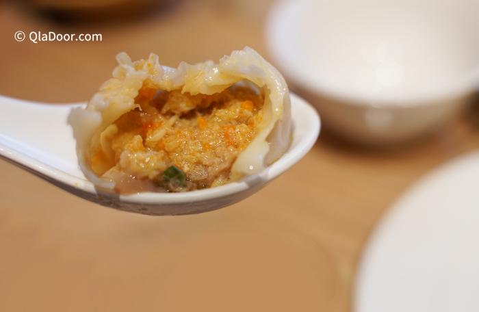 ディンタイフォン(鼎泰豊)のおすすめメニュー・蟹みそ入り小籠包