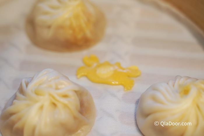 ディンタイフォン(鼎泰豊)台湾のおすすめメニュー・蟹みそ入り小籠包