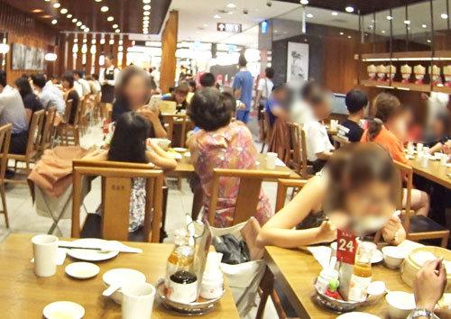 ディンタイフォン(鼎泰豊)の店の中の雰囲気