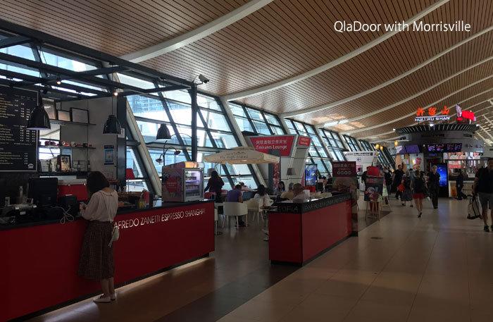 上海空港の食事ができるフードコート