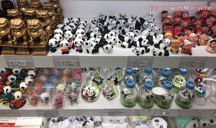 上海浦東国際空港のお土産屋さん・パンダグッズ