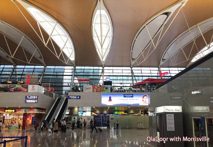 上海浦東国際空港の出発ロビー