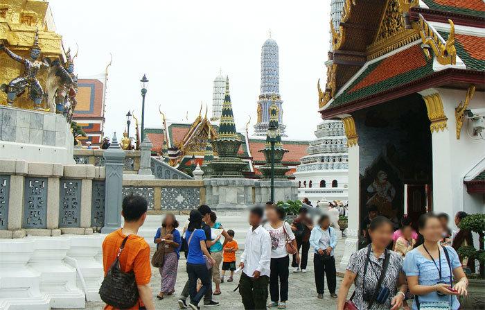 タイの寺院での服装