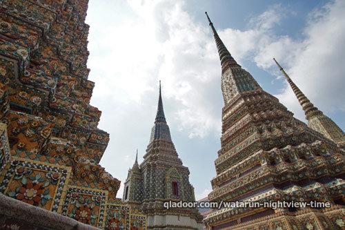 ワットポーの4基の仏塔