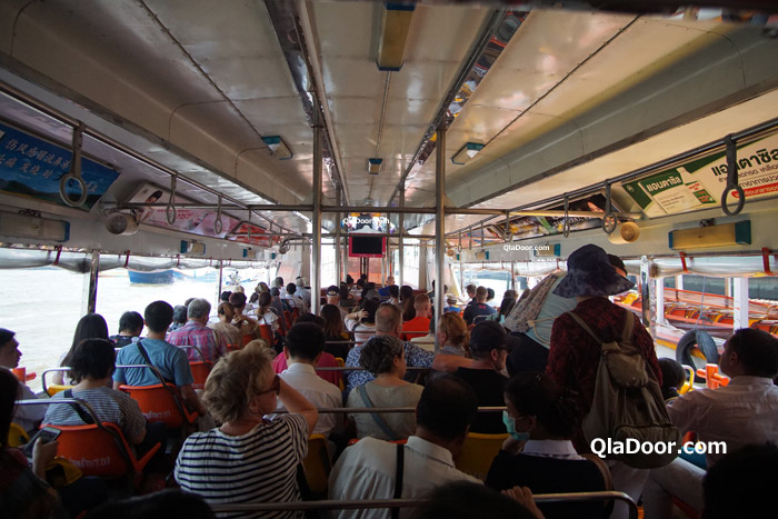 ワットアルンの行きの水上バス