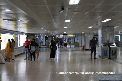 台北駅の改札口