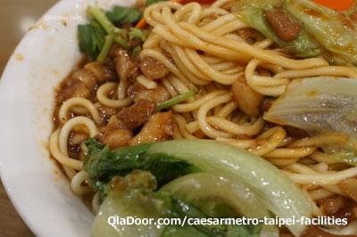 四方阿九の魯肉乾麺