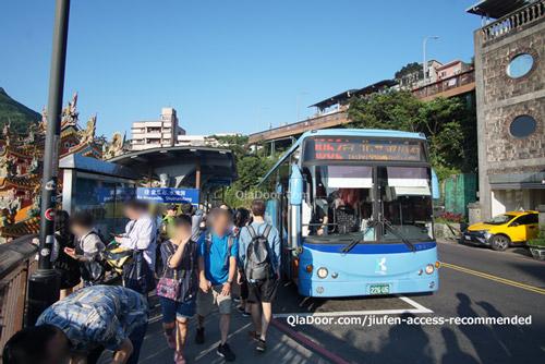 九份老街のバス乗り場