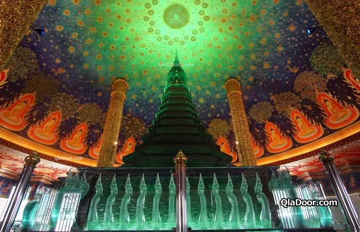 タイ・バンコクのワットパクナム寺院内の写真