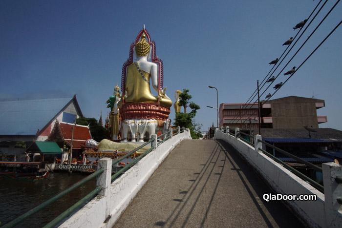 ワット・クンチャン寺院の背面