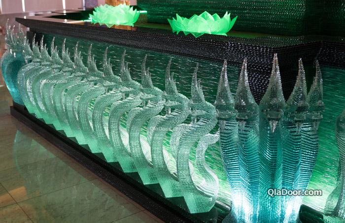 ワットパクナム寺院(緑のガラス寺院)
