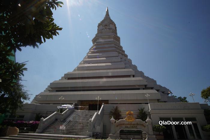 ワットパクナム大仏塔の入場料と営業時間