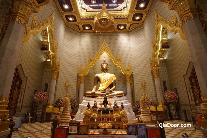 ワットトライミット(黄金仏寺院)の黄金仏像