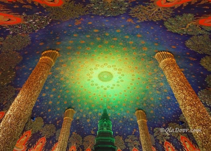 ワットパクナムエメラルド寺院天井の写真