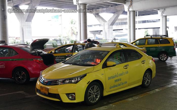 ワットプラケオのアクセスはタクシーがおすすめ