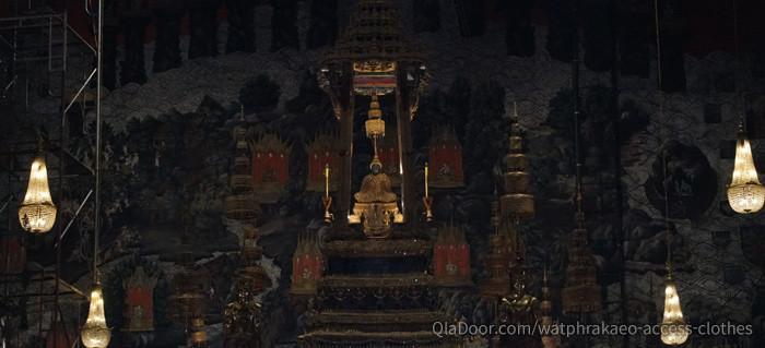 ワットプラケオの本堂に安置するエメラルド仏
