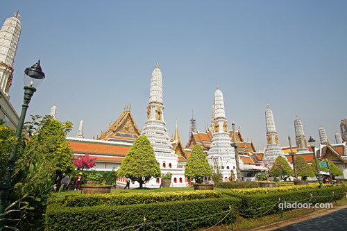 ワットプラケオ・8つの仏塔