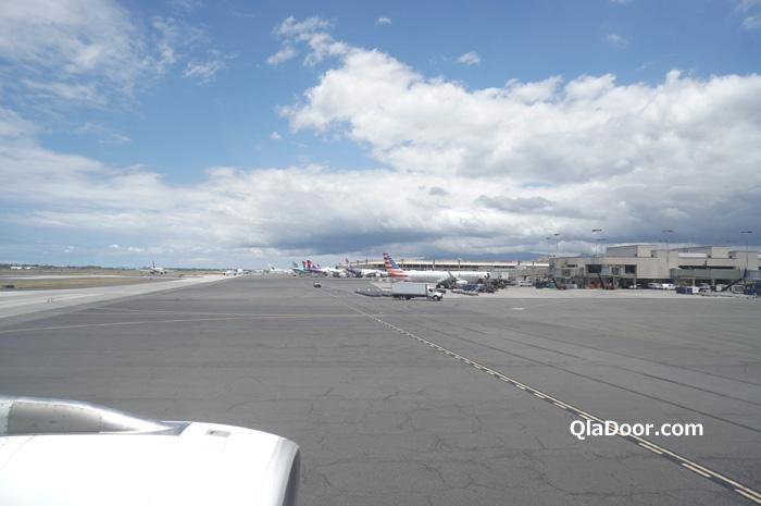 エアアジアハワイ・7時間フライト後ホノルル空港に到着