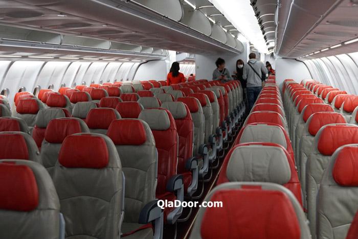 エアアジアX・ハワイの機内に搭乗