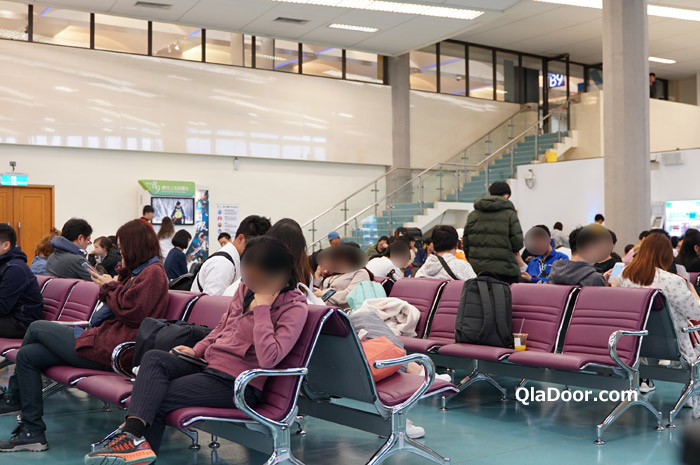 エアアジアX台湾から大阪便の待合室の様子