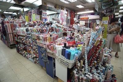 台湾観光スポット・迪化街永楽市場(永樂市場/永樂布業商場)