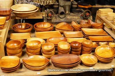 迪化街の永興農具工廠の雑貨・木の器
