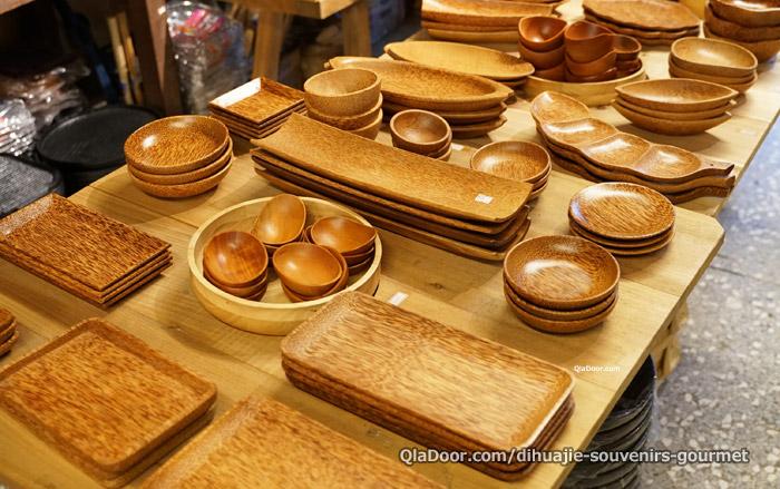 迪化街の雑貨・木の器