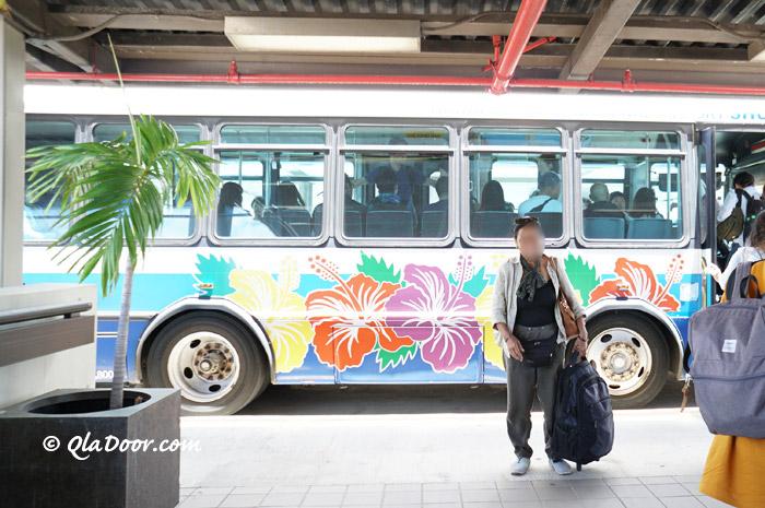 ハワイ空港のシャトルバス