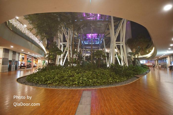 シンガポールフライヤーの1階ロビーと施設