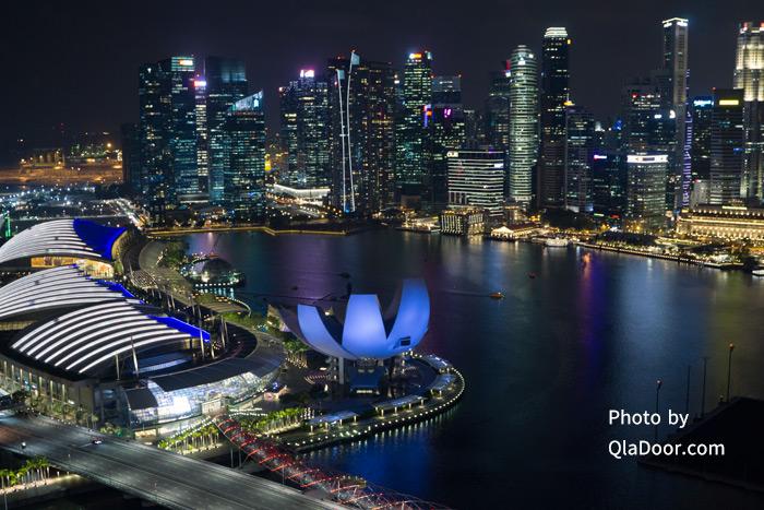 シンガポールフライヤーからみたマリーナベイの夜景とライトアップ