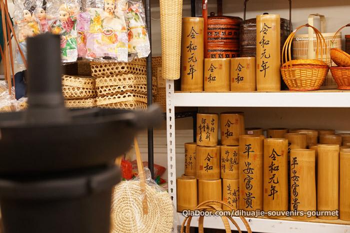 台湾・迪化街で発見 令和元年と書いてある竹筒お土産