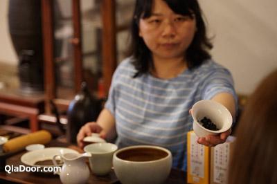 迪化街のお茶屋・臻味茶苑でのテイスティング
