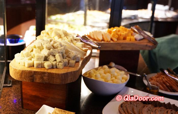 ハワイ・アウラニディズニーのディナーメニュー・チーズ