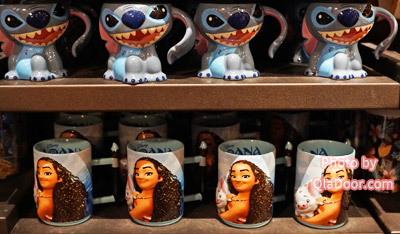 アウラニディズニーのモアナとスティッチのマグカップ