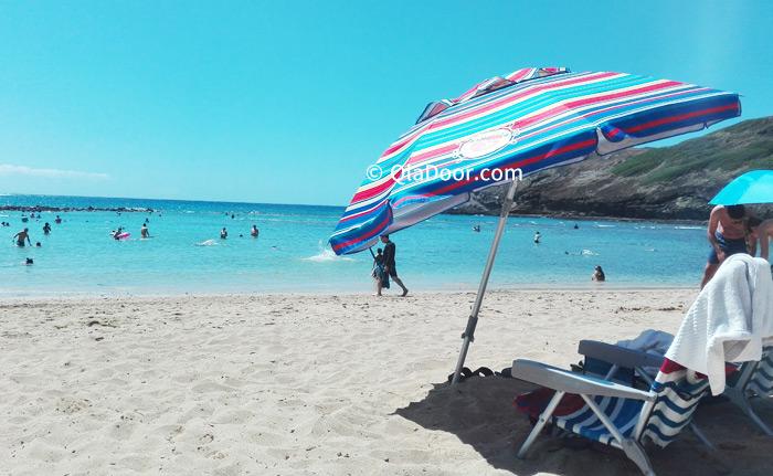 ハワイ・ハナウマ湾旅行の持ち物ビーチパラソル