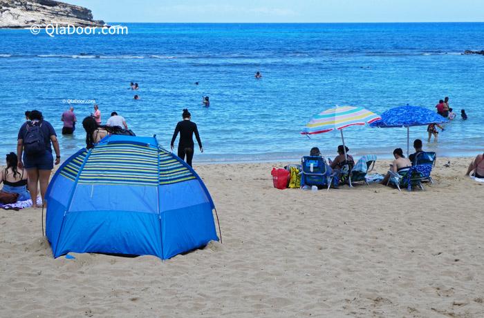 ハワイ・ハナウマベイのテントとパラソル