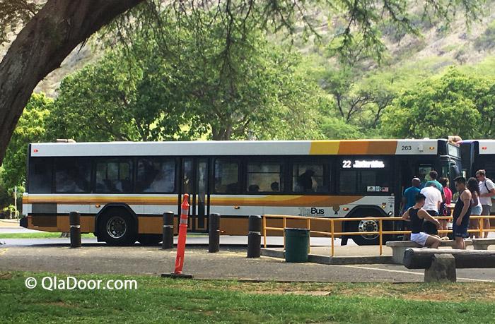 ハナウマ湾の22番バスとバス停留所