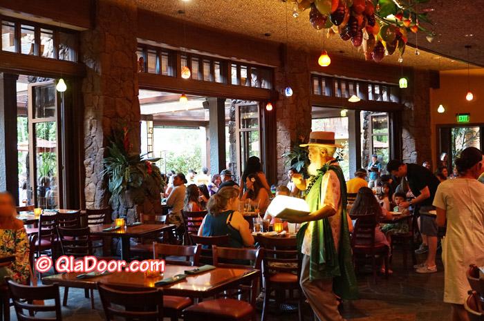 ハワイ・アウラニディズニー2回目のキャラクターディナーの様子