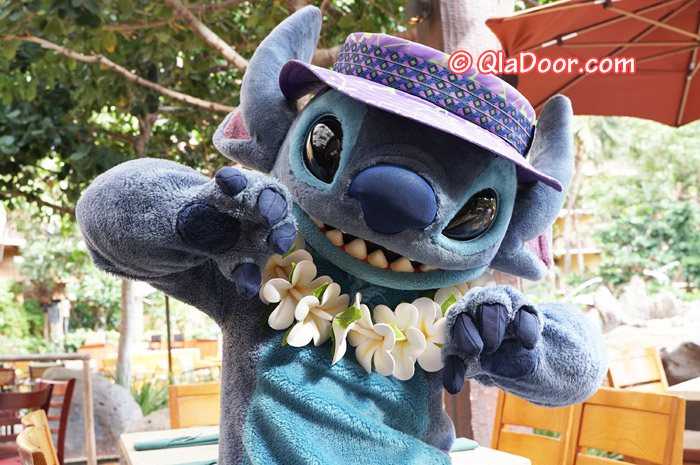 ハワイ・アウラニディズニーのキャラクターダイニングのスティッチ