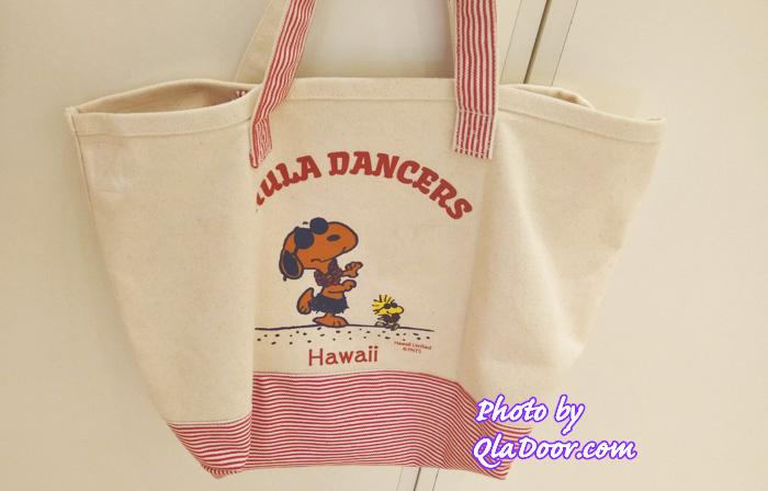 ハワイの日焼けスヌーピー・モニホノルルのストライプトートバッグ