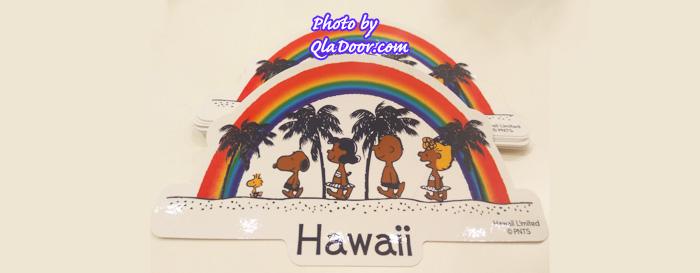 ハワイの日焼けスヌーピー・モニホノルルのレインボーステッカー