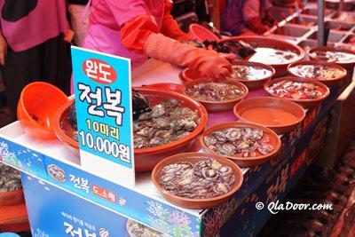 釜山機張市場のアワビ