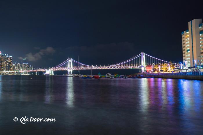 釜山観光スポットの広安大橋の夜景